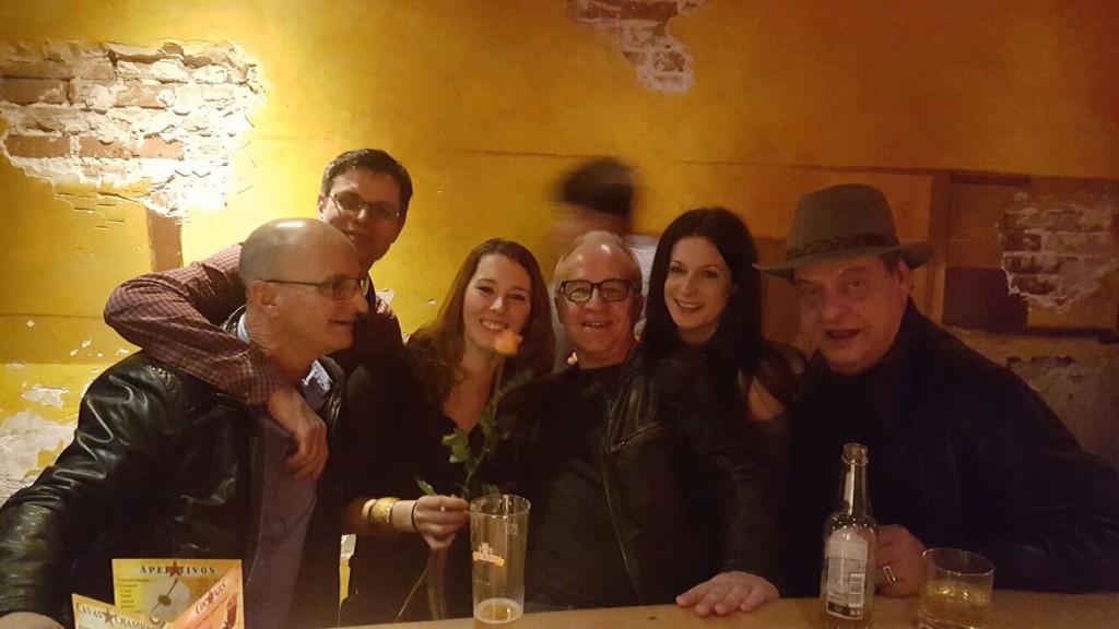 Im Februar 2016 hat meine Tochter Nora (3. von links) Endo & Co. in Bern getroffen und einen lustigen Abend verbracht – und mir dieses Bild geschickt. Merci für die Erlaubnis, es hier zu veröffentlichen :-)
